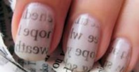 Газетний принт на нігтях
